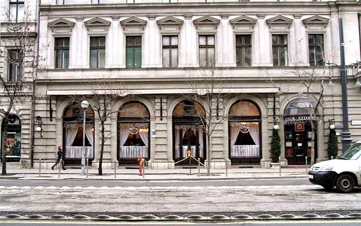 Múzeum Kávéház Restoran Budapeşte
