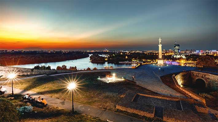 Pobednik, Viktor Anıtı